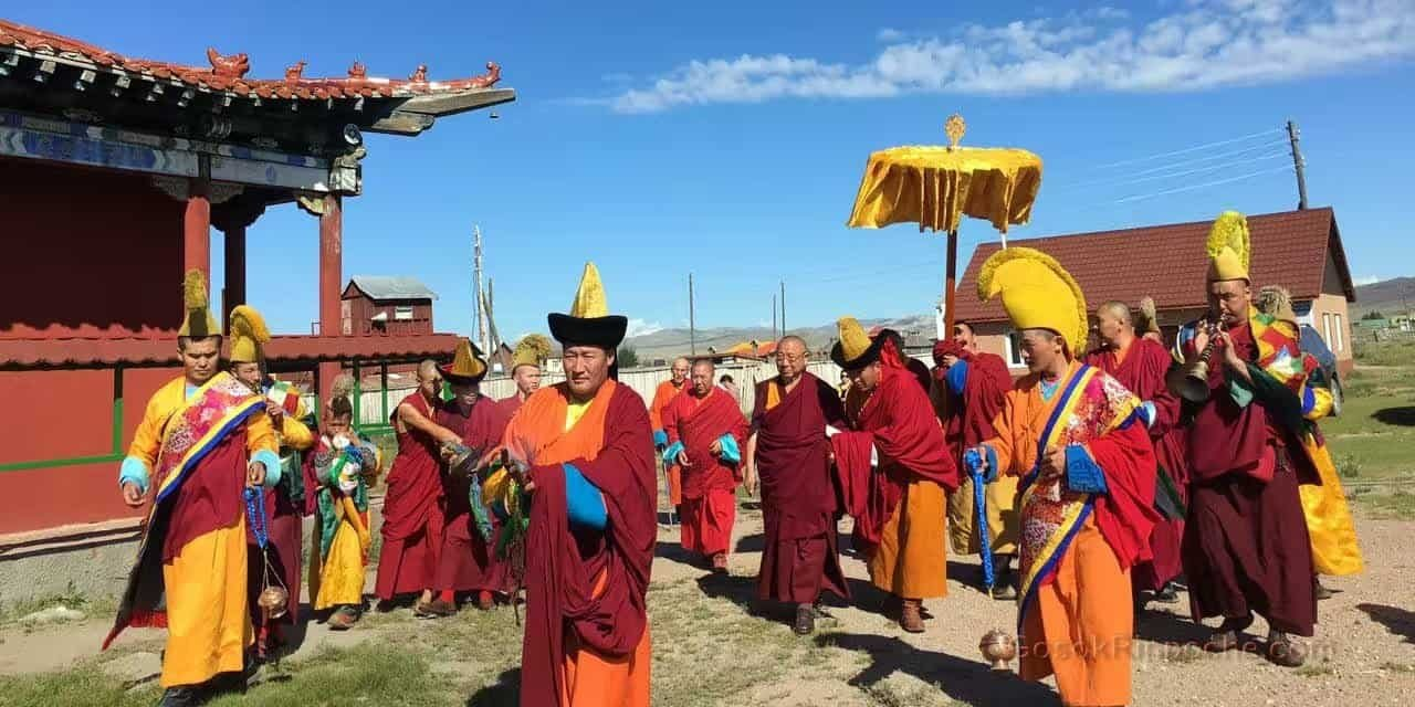 gosok-rinpoche-mongolia-2016-14bc44f7556ecf8020fa60d6584465c-top