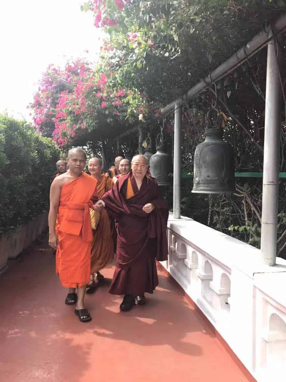 Gosok Rinpoche Thailand 2017 T026 55c5537c132a1338a9b9bcc1b2a533a