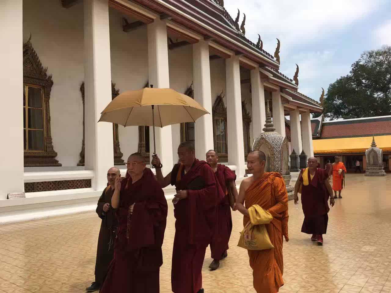 Gosok Rinpoche Thailand 2017 T028 c6a344f26f6fadf8571bef7e2247a54